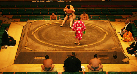Sumo matches on the Sumo ring