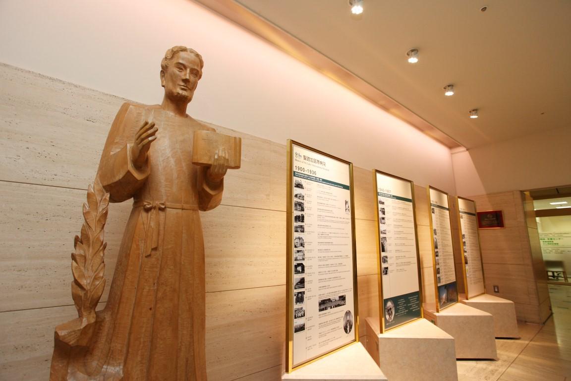 St.Lukes statue (Medium)