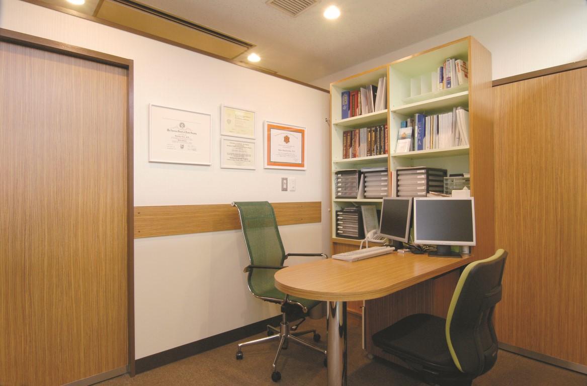 plaza clinic consultation room (Medium)
