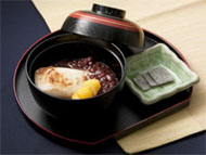 Oshiruko (alt. Zenzai): Mochi in a soup of sweet red bean paste